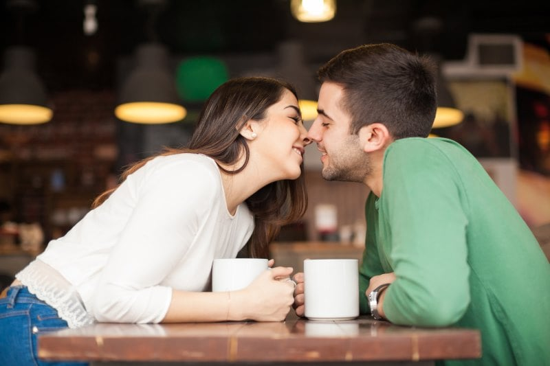 how to kiss someone youre not dating