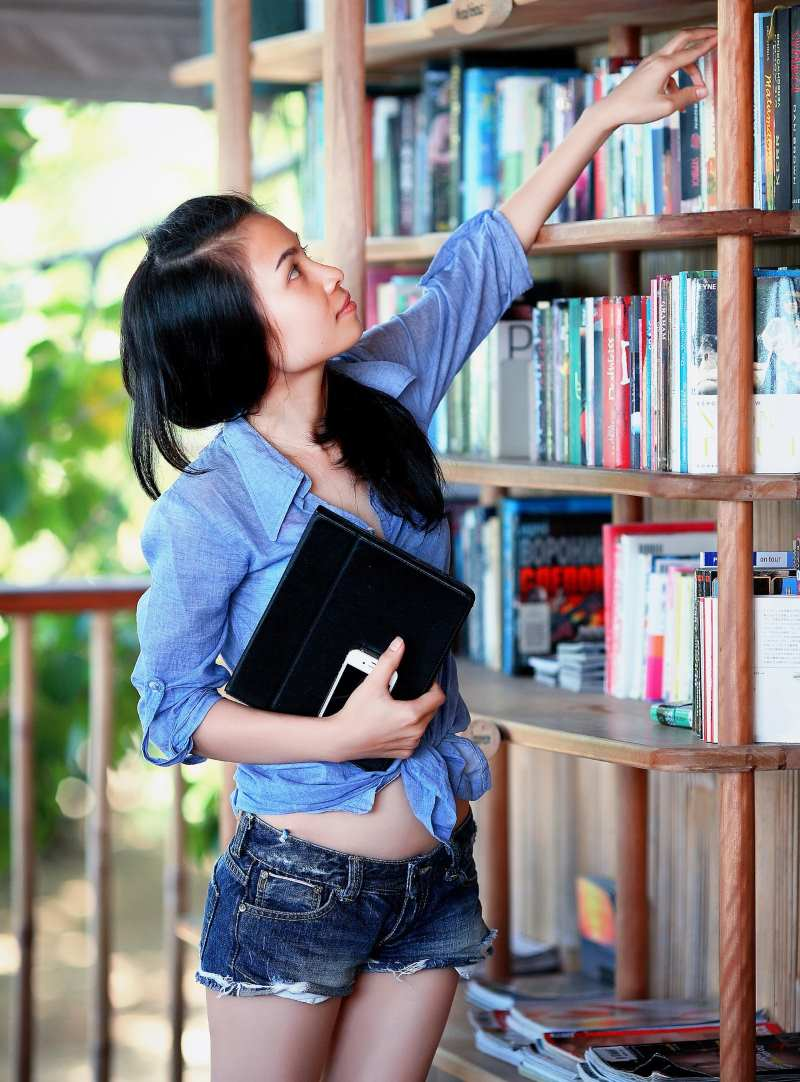 How to Approach & Meet Women In Bookstores and Gyms post image